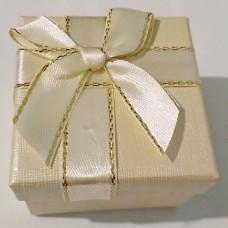 Подарочная коробочка для серёг/кольца  5х5х3,5 см кремовая